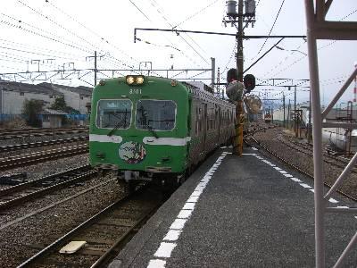 吉原駅に入線してくる岳南鉄道の電車