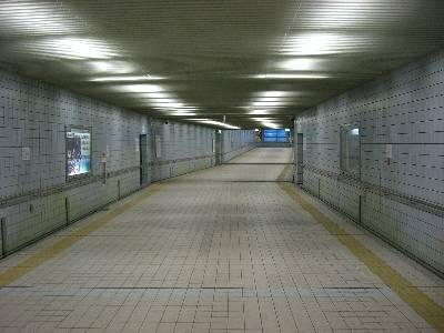 駅前地下道