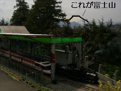 駅と富士山 (稜線解説付き)