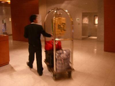バゲッジアップをしてくれるホテルのベル
