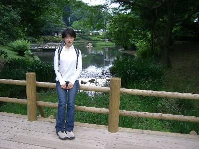 入口近くの橋で記念撮影