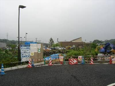 第 2 駐車場からの人道橋は工事中