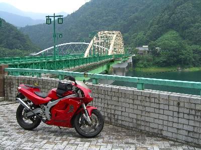 奥多摩湖にかかる深山橋 (みやま橋)
