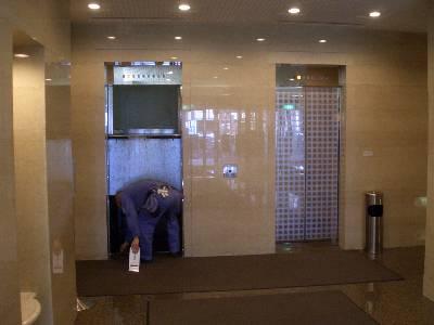 エレベーター点検中