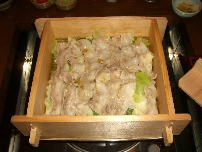 富士桜ポークとキャベツのセイロ蒸し