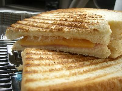 ドナテロウズのサンドイッチ (ハムチーズ)