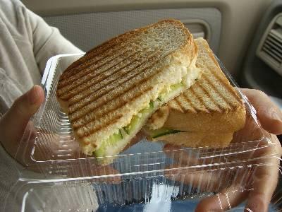 ドナテロウズのサンドイッチ (タマゴサラダ)