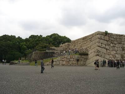 上まで上れるようになっている江戸城天守台