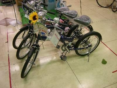 店頭の 12,800 円の自転車