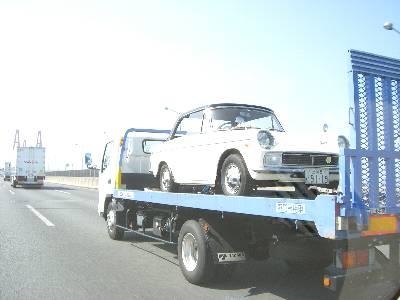 伊勢湾岸道路で見た積載車に積まれたクラシックカー