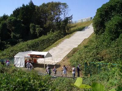 J スタンドへ続く階段
