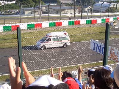 アルグエルスアリを運ぶ救急車