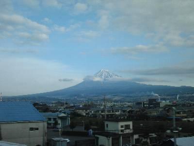 新幹線車窓から見た富士山