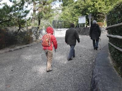 豊田山山舎へ向かう両親と妻