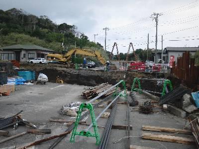 土石流を流すための空堀の橋工事現場