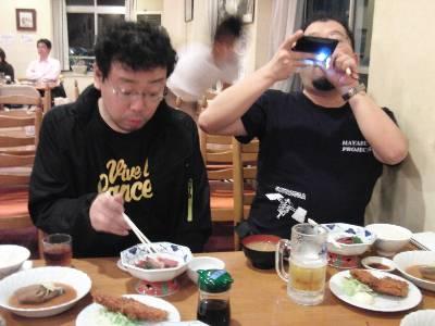 夕食を撮影中