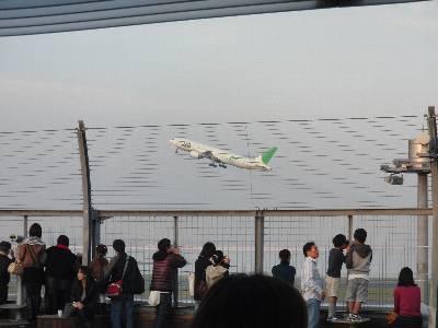 JAL の「空のエコ」緑塗色機