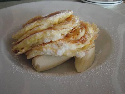 リコッタパンケーキ with フレッシュバナナ、ハニーコームバター