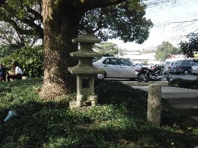 日本風なのかどうかよくわからない石塔