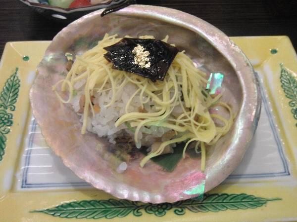 食事 (うぶやの五目煮貝寿司)