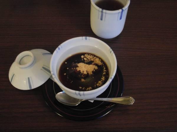水菓子 (抹茶カスタード - わらび餅、きな粉、黒蜜、小倉餡)