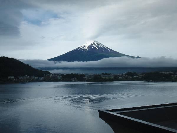 湖山亭うぶやさん客室から見た富士山