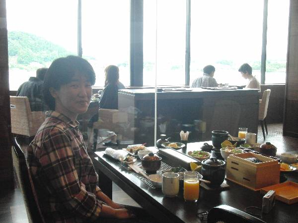朝食会場からは富士山は見えず