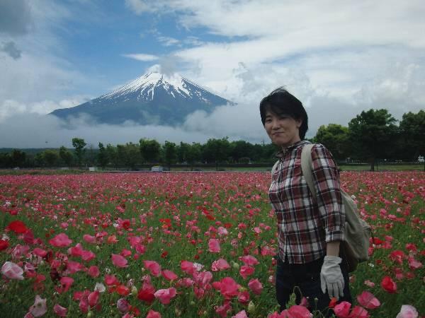 花の都公園を楽しむ妻