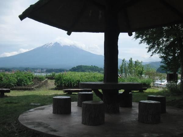 リゾートチックな東屋と富士山