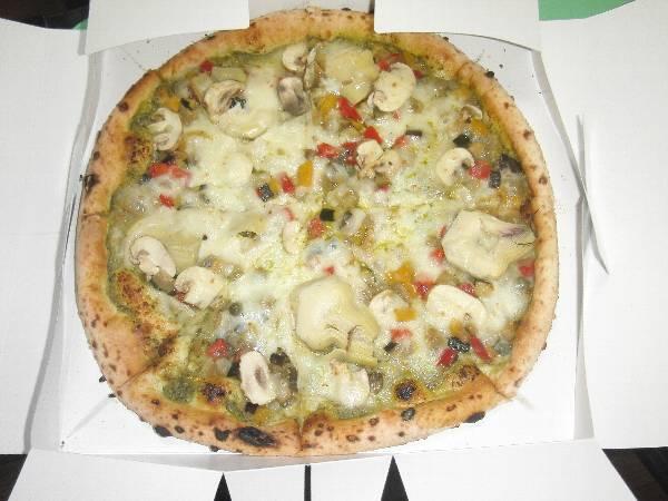 ヴェルドゥーラ・ピザ (バジリコソース、夏野菜、マッシュルーム)