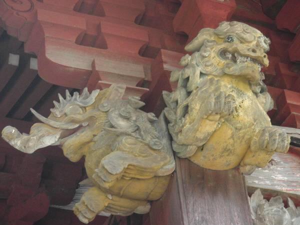 狛犬の彫り物