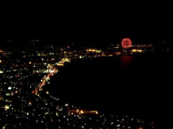 函館山山頂から見た湯の川温泉の花火