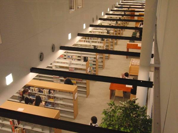 こもれび大和田図書館 (3F から撮影)