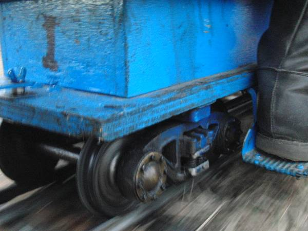 乗車中に撮影した走行中の台車