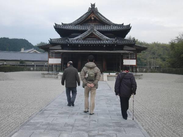 豊田山山舎に向かう父、母と奥村
