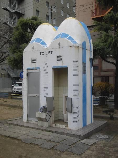 津市栄町公園の新幹線トイレ