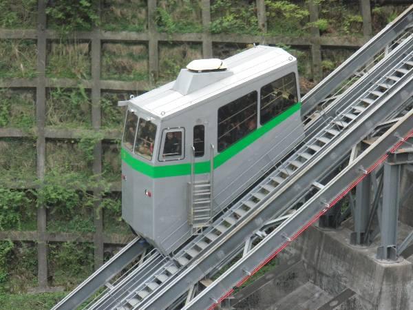 インクライン車体 (緑色)