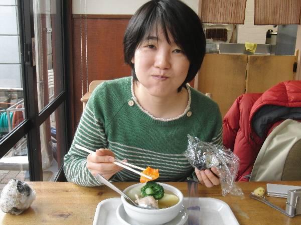 ポトフを食べる妻