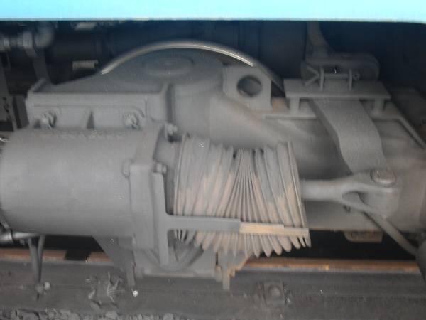 ブレーキ空気圧シリンダとブレーキシューを押すテコ