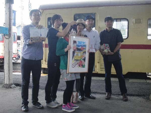 ひたちなか海浜鉄道応援ツアーからのプレゼント贈呈式
