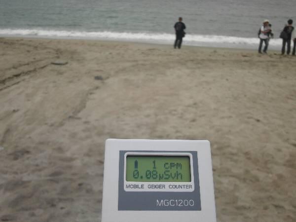 阿字ヶ浦海岸での放射線量 0.08 μSv/h 前後