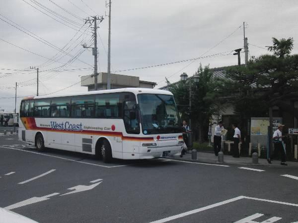 那珂湊駅前で我々を待っていたバス