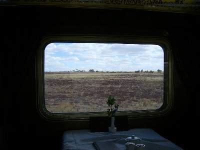 食堂車の車窓