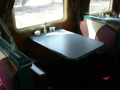 Queen Adelaide Restaurant のテーブル
