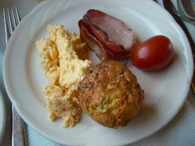 Scrambled Eggs / Gruyere cheese Muffin, Grilled Bacon & Baked Tomato