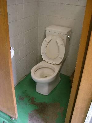 東電小屋のトイレ