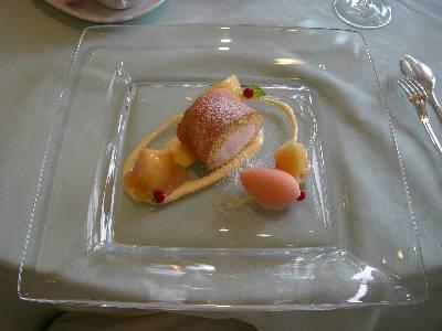 桃のデザート盛合せ