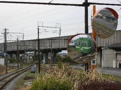 岳南江尾駅ホームから見る新幹線の高架
