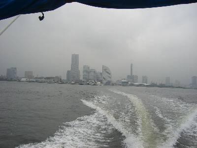 横浜港出発
