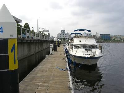 横浜ベイサイドマリーナビジターバースへ着岸